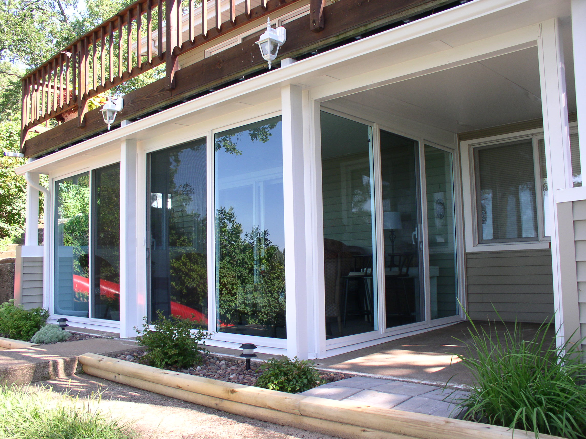 Four season sunrooms living spaces eau claire menomonie for 4 season sunroom